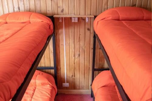 hostel kosh bariloche habitacion 2 camas cuchetas