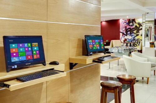 hotel cambria bariloche computadoras conectadas a internet en planta baja