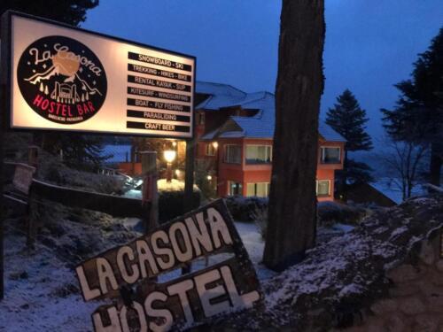 La Casona Hostel Bariloche - Cartel de entrada